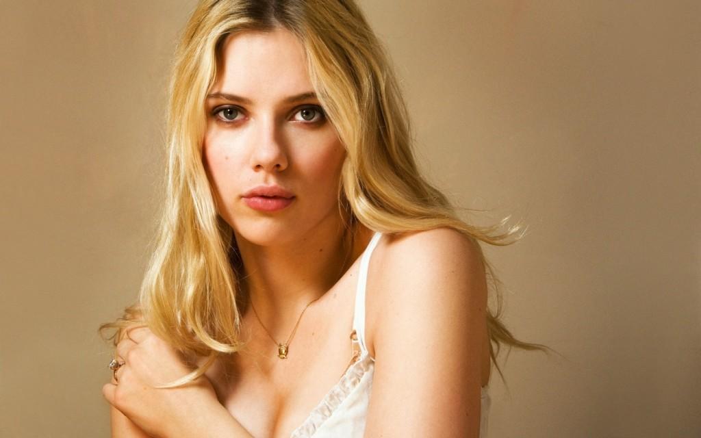 scarlett-johansson-with-blonde-hair-b4b98712aa52b7584cd8ff4279f0afe7-large-43844