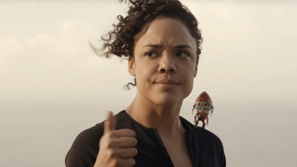 Molly (Tessa Thompson) und Pawny in der Wüste.