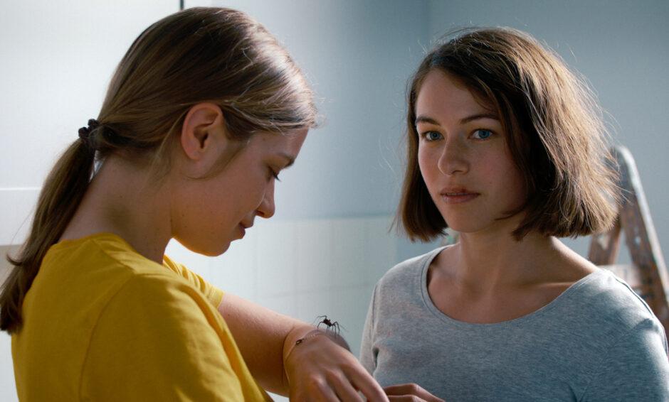 Das-Mädchen-und-die-Spinne-Filmtipp-Filmkritik-Schweiz-Kino-Maximum-Cinema